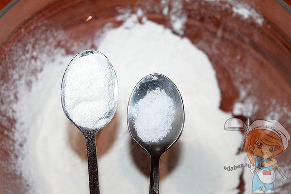 соль и разрыхлитель в ложках