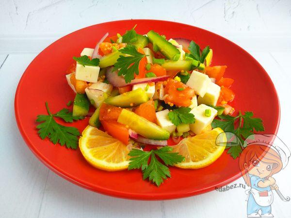 Весенний салат с огурцом - простой рецепт