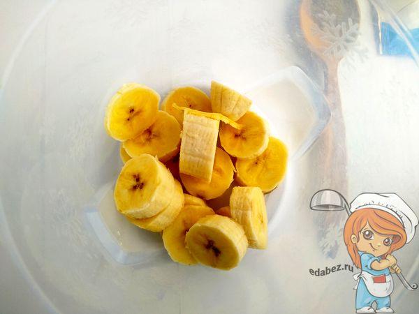 Банан кусочками в стакане