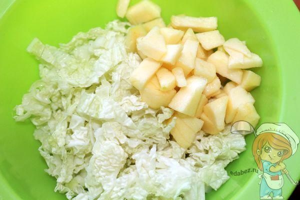 соединяем капусту с яблоком