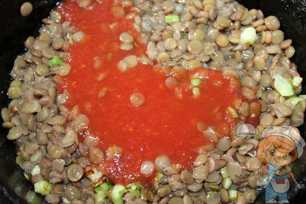 поливаем томатной пастой
