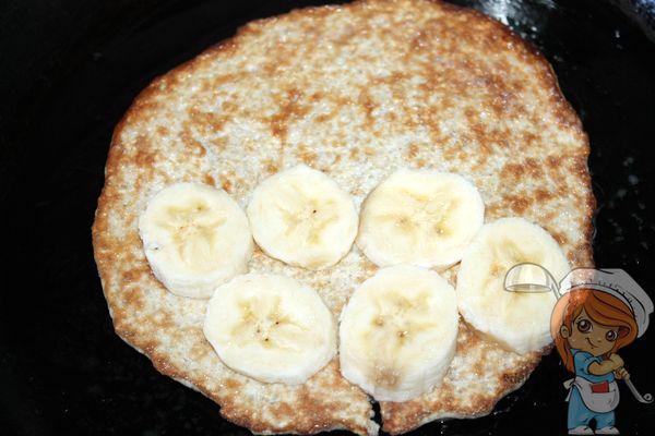 Выкладываем банан на блин
