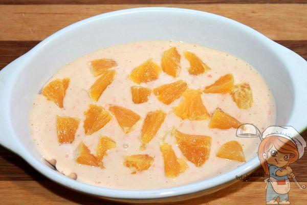 Размещаем апельсиновые кусочки