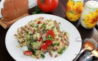 Салат с чечевицей и помидорами - рецепт с фото