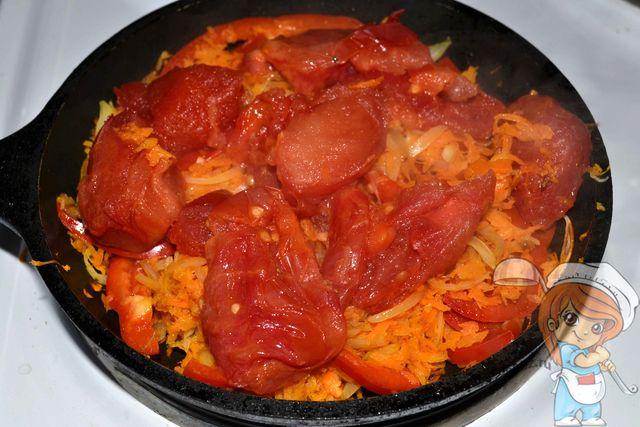 Сверху кладем томаты