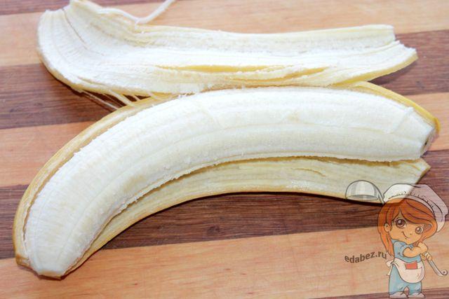 Чистим банан