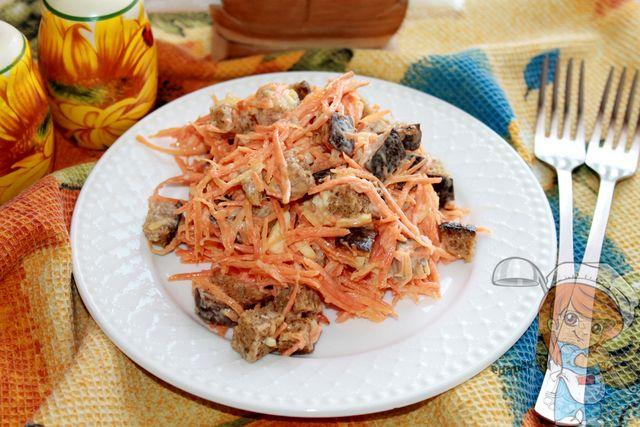 Салат с морковью и сухариками - рецепт с фото