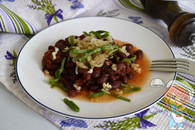 Фасоль с помидорами - рецепт с фото