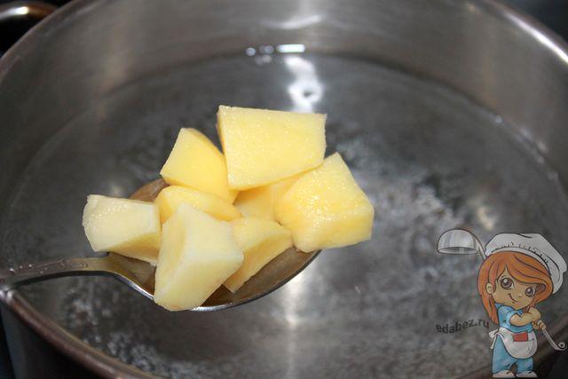 Картофель в кипящей воде