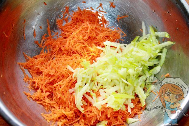 Салат из моркови яблока: добавляем тертое яблоко
