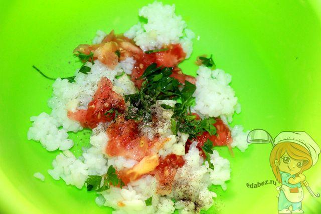 Чем фаршировать помидоры: добавляем зелень в начинку