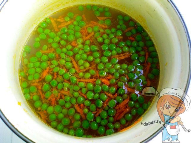 Добавляем горошек в суп
