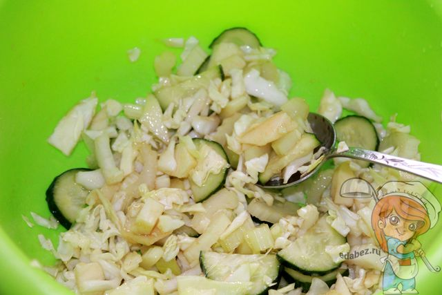 Перемешиваем салат Щетка