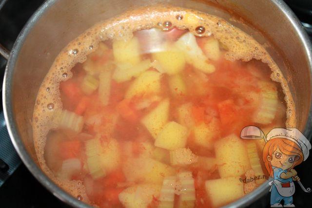 Суп из сельдерея и помидоров