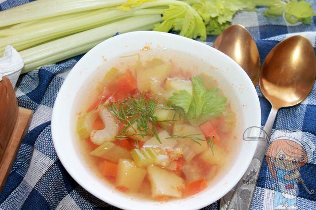 Вкусный суп для похудения с сельдереем и томатами