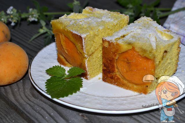 Шарлотка с абрикосами - рецепт с фото