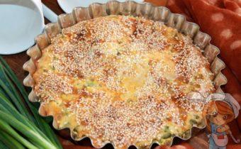 Пирог из жидкого теста с луком и яйцом