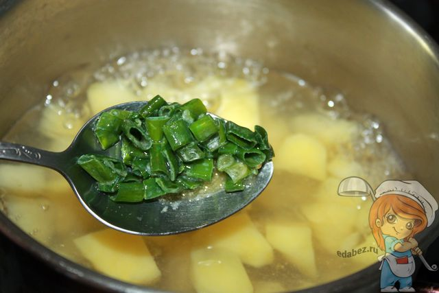 Добавляем жаренный зеленый лук