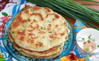 Лепешки с зеленым луком - пошаговый рецепт с фото