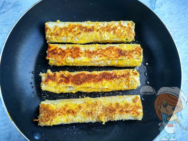 Обжариваем сырные палочки