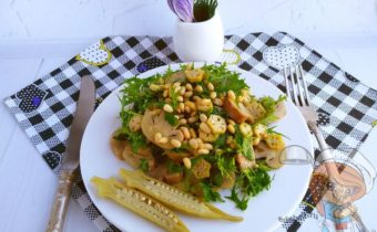 Салат кедровыми орешками