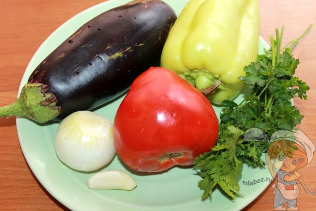 Моем и очищаем овощи и зелень