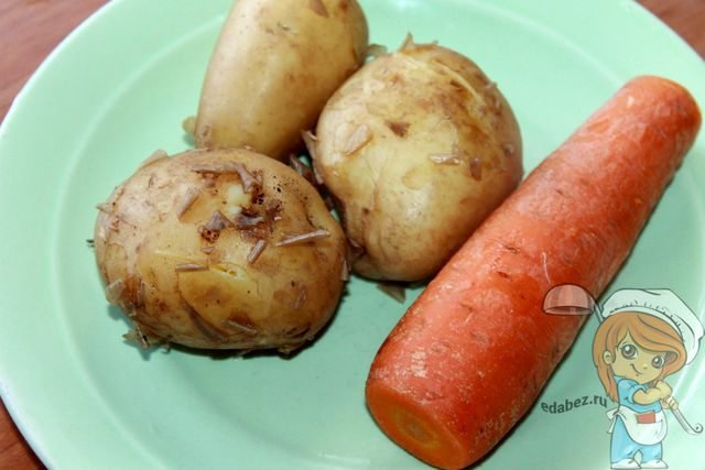 Отваренная морковь и картофель