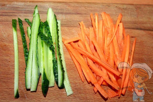 Морковь и огурец соломкой