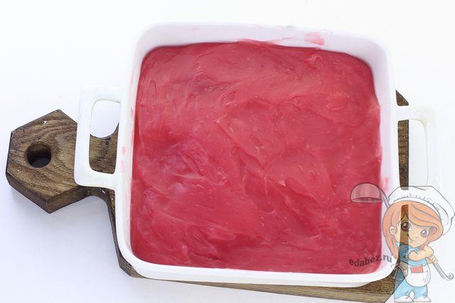 Перекладываем массу в посуду