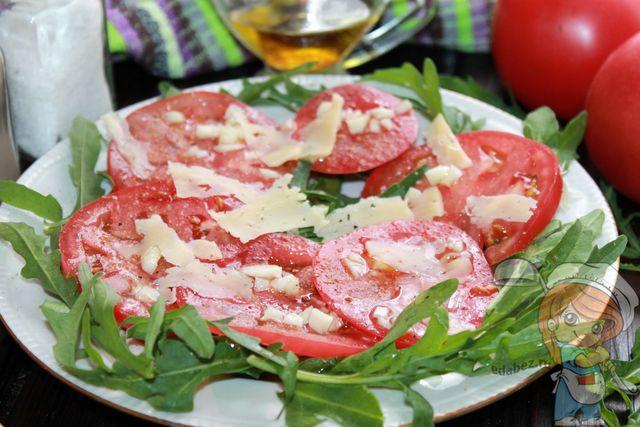Руккола с помидорами - рецепт с фото