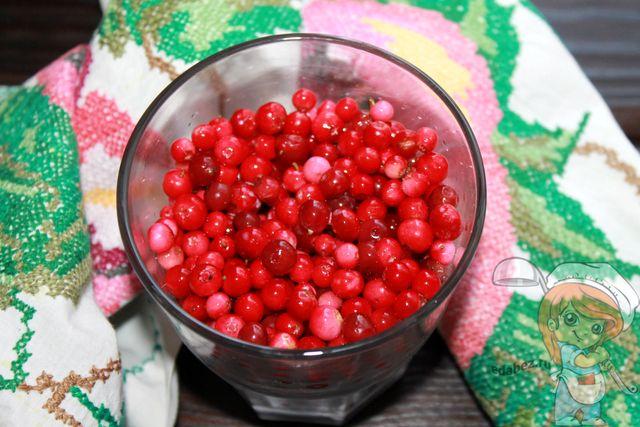 Чистим и моем ягоды