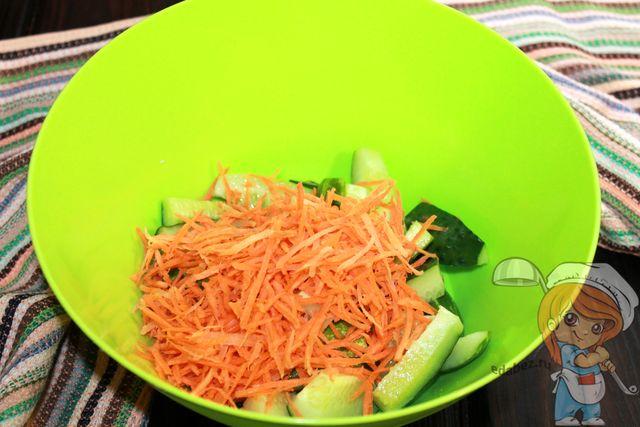 Натираем морковь по-корейски