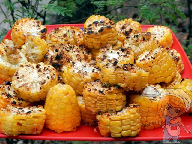 Жареная кукуруза на костре