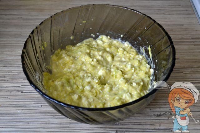 Перемешиваем тесто для оладьев без масла