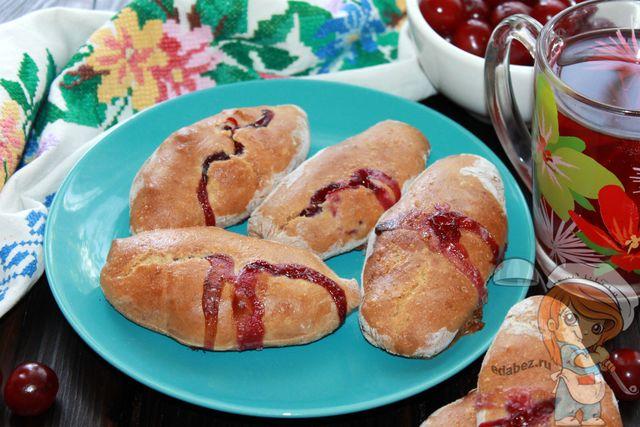 Пирожки с вишней в духовке - рецепт без дрожжей