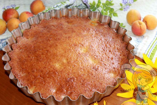 Заливной пирог с абрикосами - рецепт с фото