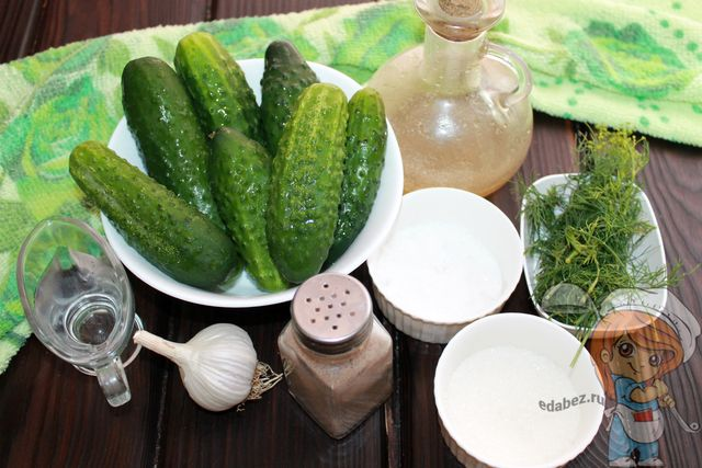Продукты для заготовки салата из огурцов и чеснока