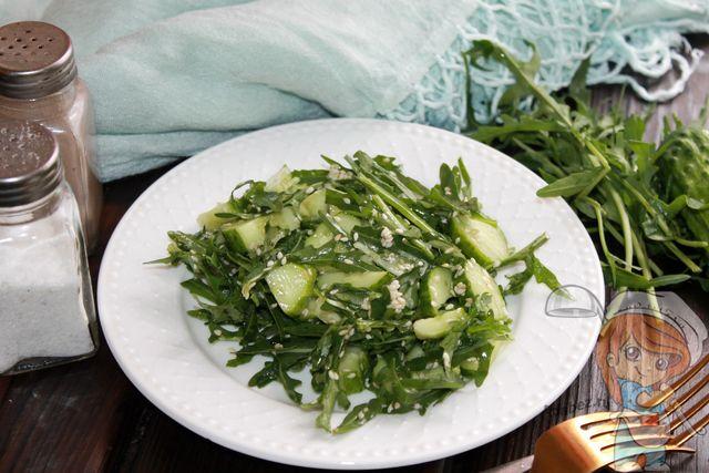 Пп салат с огурцом, рукколой, кунжутом