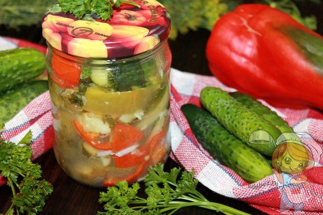Салат из огурцов с перцем на зиму