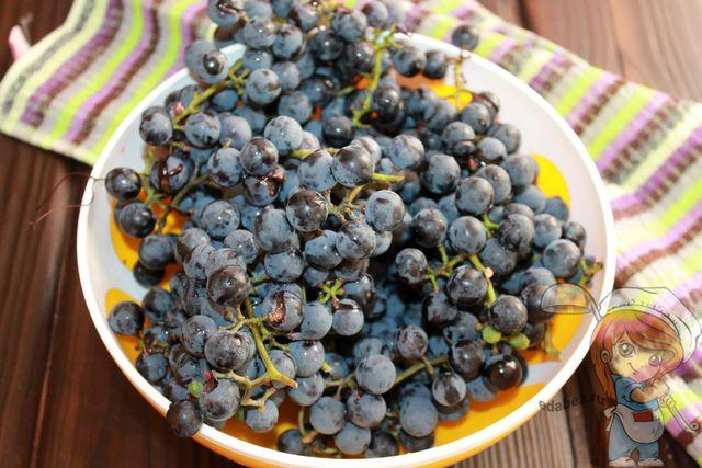 Моем и чистим виноград
