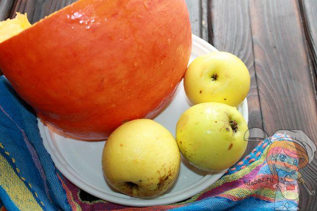 Подготавливаем тыкву и яблоки
