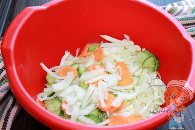 Соединяем овощи с капустой