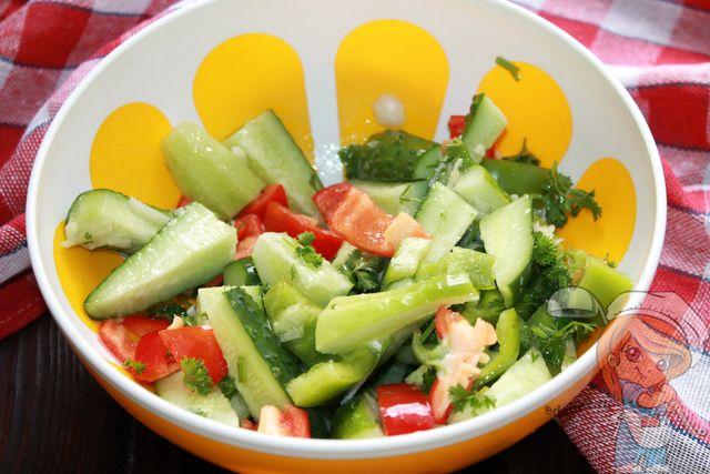 Заливаем маринадом салат