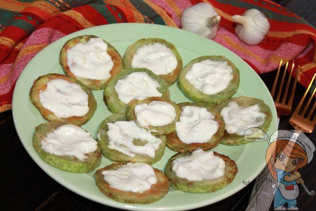 Кабачки на сковороде с чесноком, рецепт с фото