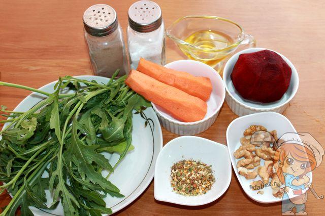 Ингредиенты для очищающего салата с рукколой и свеклой