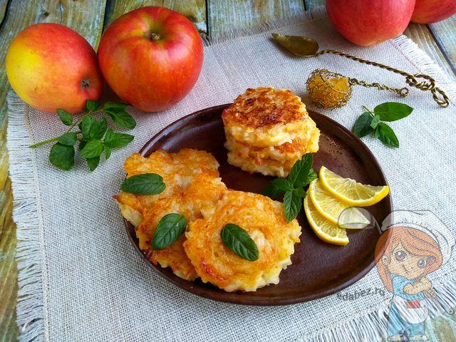 рисовые оладьи с яблоками