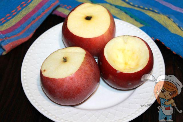Отрезаем верхушки у яблок