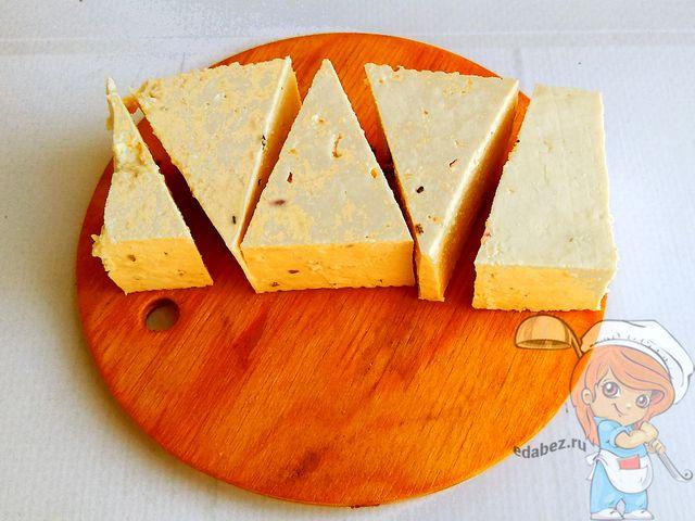 Разрезаем сыр тофу