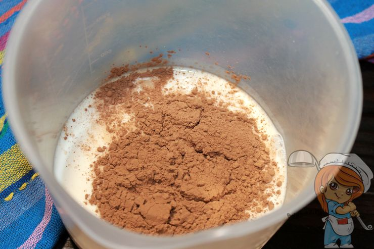 Всыпаем какао в ряженку