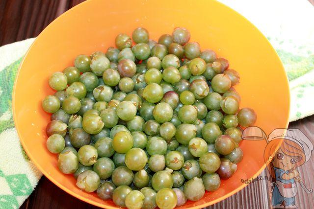 Отделяем ягоды от гроздей